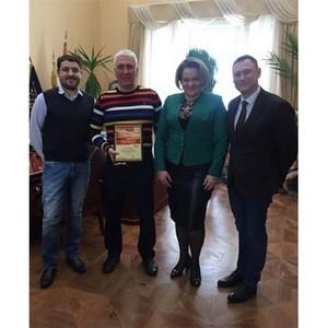 Profine RUS вручила диплом официального партнера компании «Хамелеон»