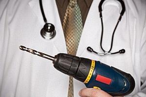 Эксперты ОНФ выявили закупку ремонта медицинских дрелей для Камчатской больницы по завышенной цене