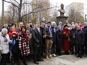 Открытие бюста легендарного российского футбольного вратаря Льва Яшина на «Аллее героев спорта»
