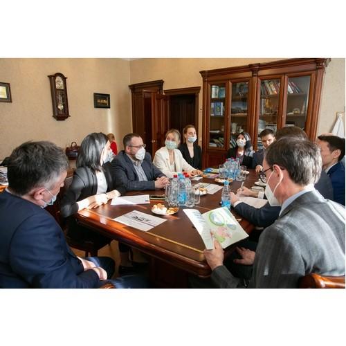 В Петербурге обсудили вопросы помощи людям с нарушениями слуха
