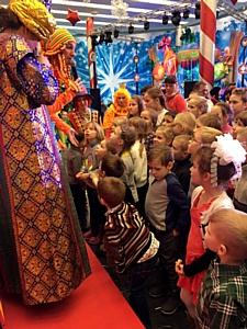 В рамках благотворительной программы «Сказка детям» в Москве прошло праздничное предновогоднее шоу