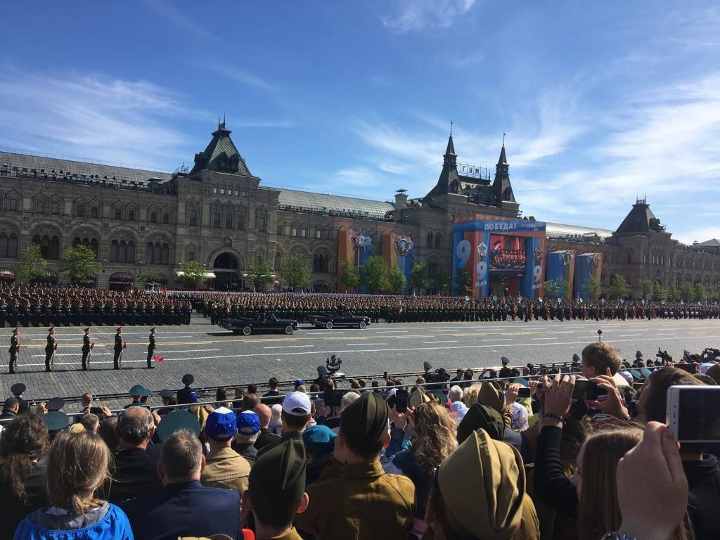 Участники фестиваля «От винта!» посмотрели Парад Победы на Красной площади