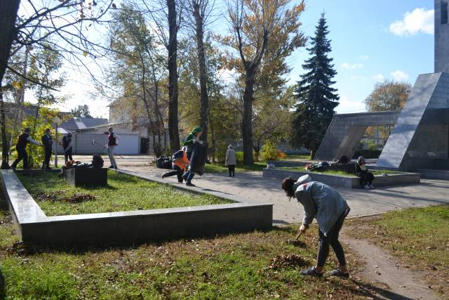 Команда «Молодежки ОНФ» в Воронеже привела в порядок памятник герою Великой Отечественной войны