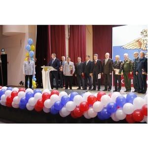 Росгвардия Тувы поздравляет коллег из МВД региона с Днем полиции
