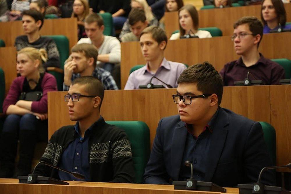 «Я всегда имел мечту побывать здесь»: в УРГЭУ прошла встреча с Юрием Пономаревым