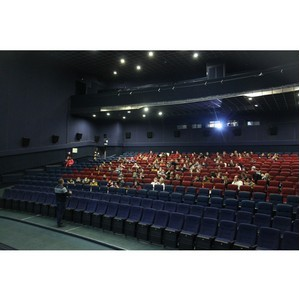 Воронежский кинотеатр подарил волонтерам бесплатный киносеанс