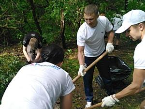 Представители ОНФ провели акцию по уборке свалок на городском пляже Кирова