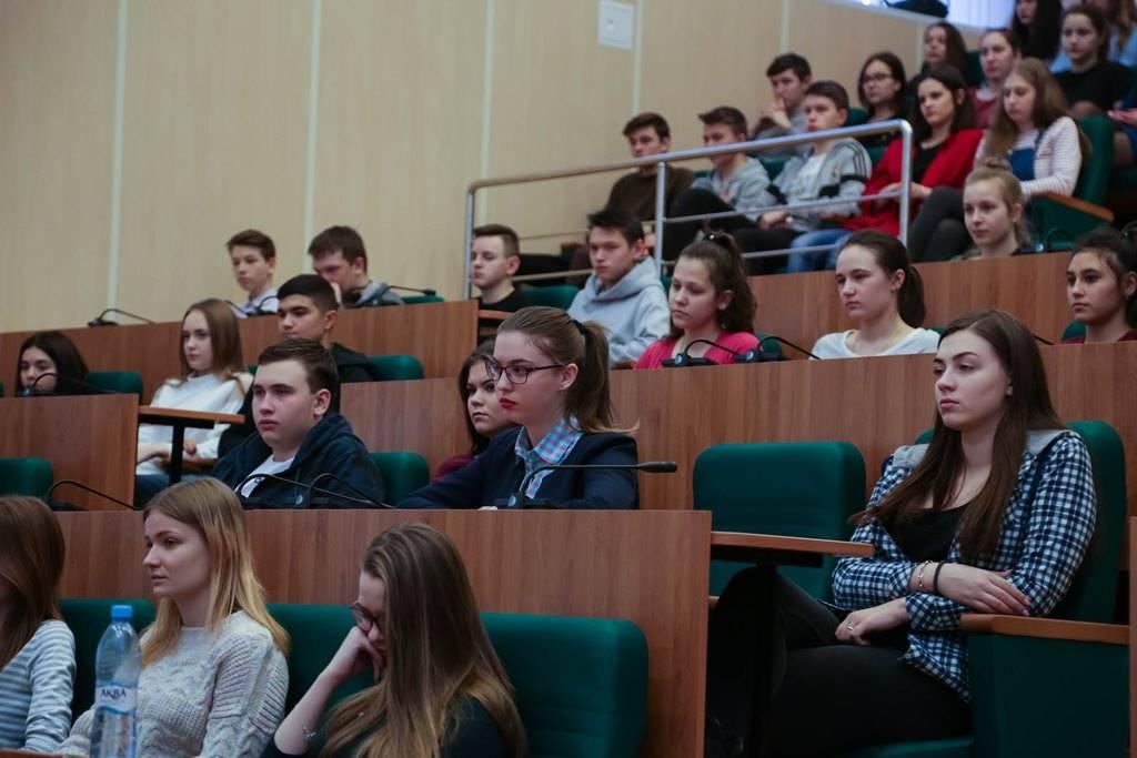 «Это не подвиг — это мой долг». Студенты вуза встретились с героем России Сериком Султангабиевым