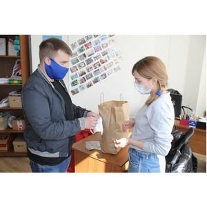 Житель Воронежа подарил волонтерам акции #МыВместе многоразовые маски