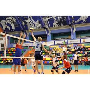 Команда «Кузбассэнергосбыта» сыграла благотворительный волейбольный матч