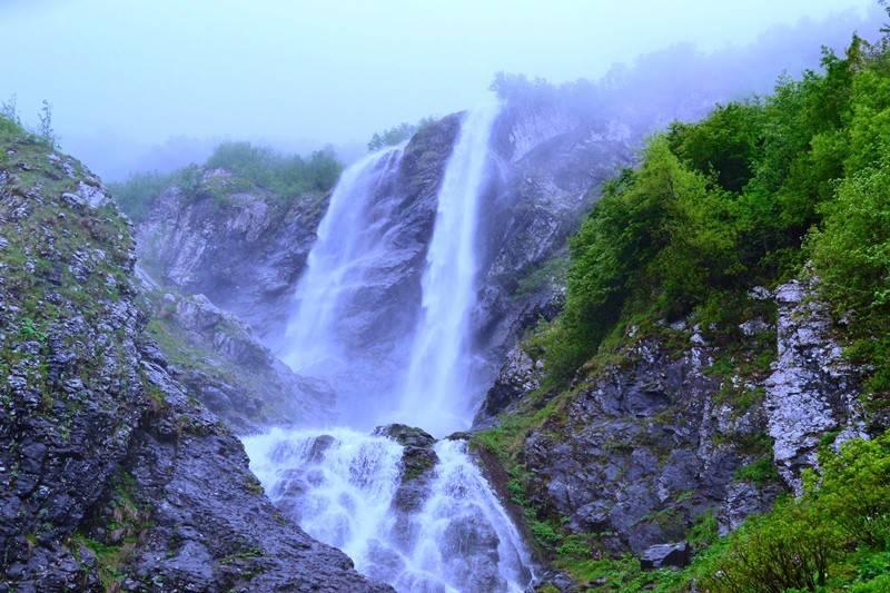 Водопад Поликаря на хребте Аибга