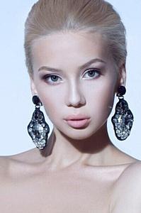Весна в Москве: модель Виктория Анисимова в нарядах от Алины Асси!