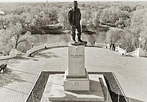 Главному монументу Оренбурга 60 лет