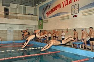 Смоленские таможенники определили сильнейших пловцов