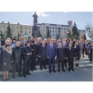 Ильшат Рафкатович Гафуров возложил цветы к памятнику Габдуллы Тукая
