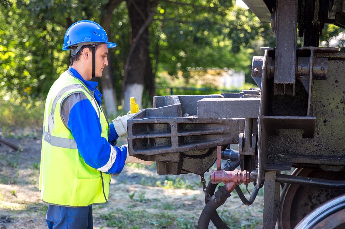 На Стойленском ГОКе выбрали лучшего помощника машиниста тягового агрегата