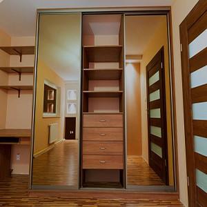 Экономим место в шкафу: 5 крутых лайфхаков
