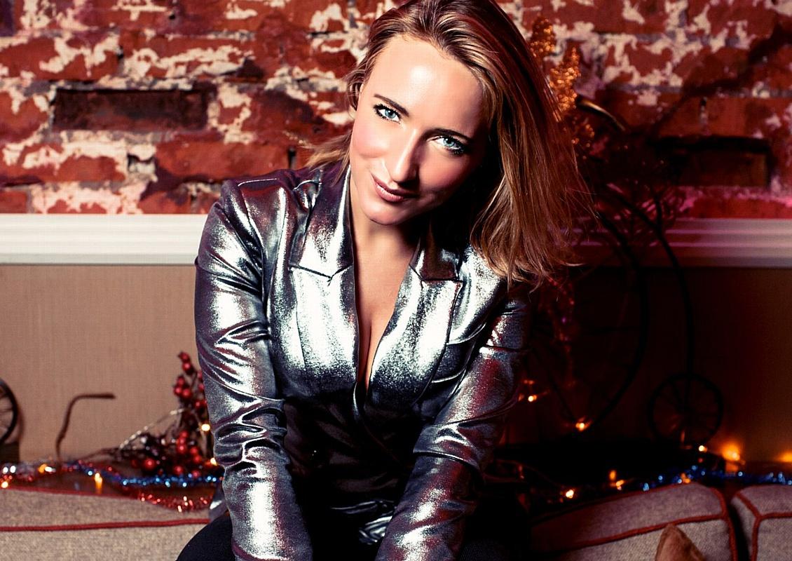 Вика Курзова представила свой новый клип на хит «Крепче»