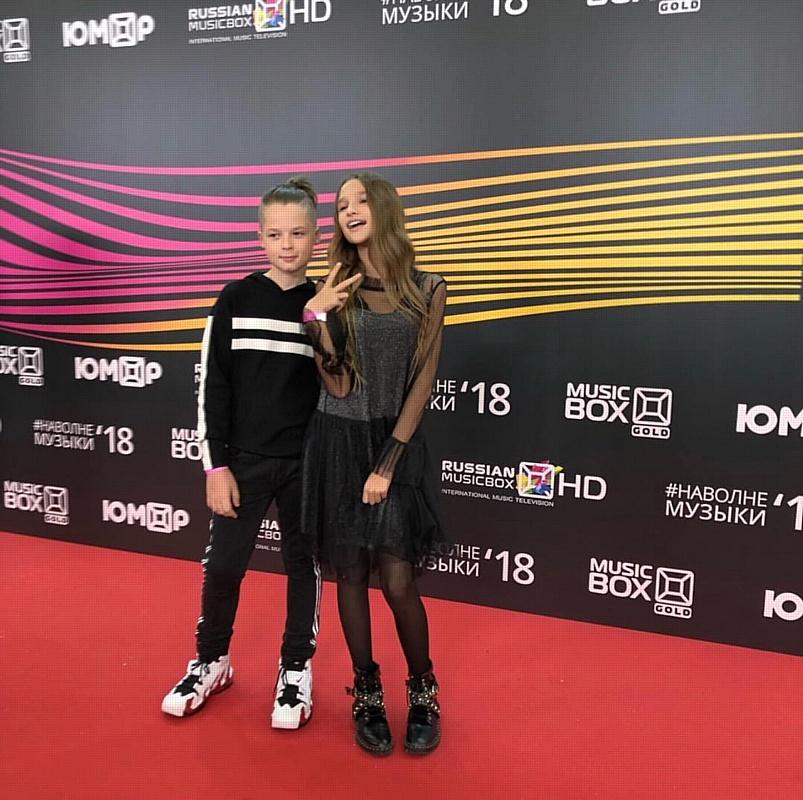 Лиза Анохина и Ольга Бузова сравнили достижения на премии MusicBox