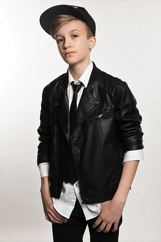 15-летний кумир подростков Миша Смирнов выпустил альбом авторских песен