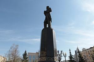 Ильшат Гафуров возложил цветы к памятнику Габдуллы Тукая