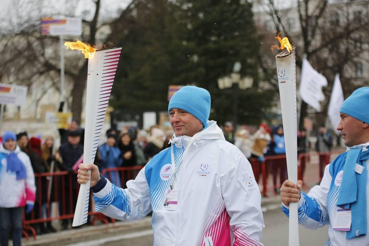 Екатеринбург передал огонь студенческих игр Владивостоку на университетской площади