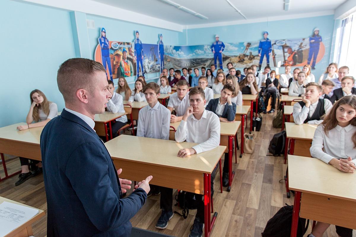 Молодые работники Стойленского ГОКа провели встречу со школьниками