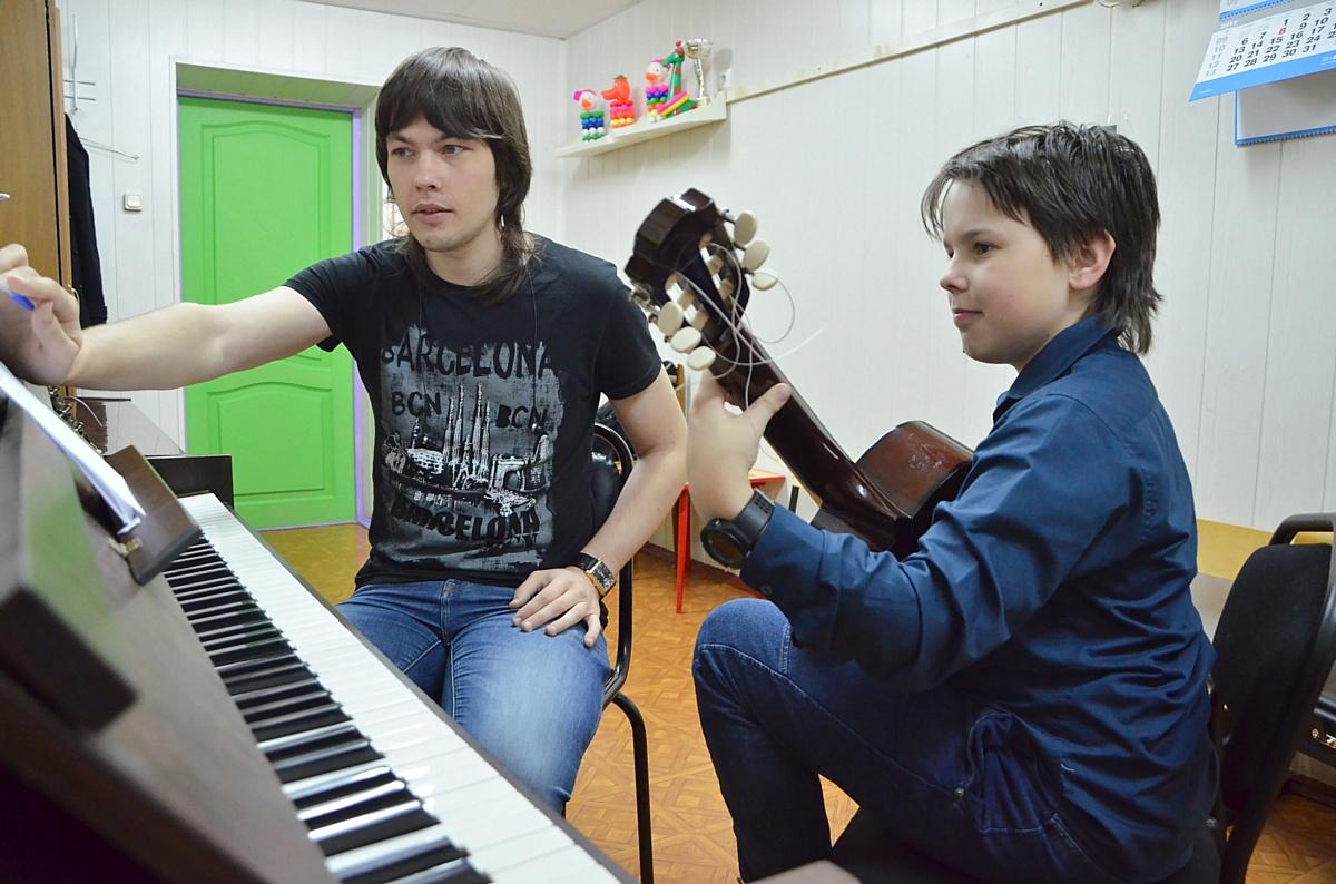 Студия классической и акустической гитары, руководитель Борис Фоккев