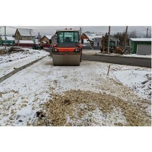Коми попала в число регионов, где асфальт на дорогах укладывают в снег