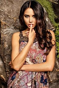 Кризис ударил по звездам: девушка Тимати сменила Givanchy на Zara