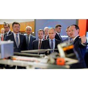 Владимиру Путину показали российский «умный» дом и робота-канатохода