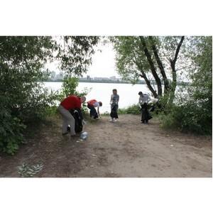 Активисты ОНФ провели субботник на набережной Воронежского водохранилища