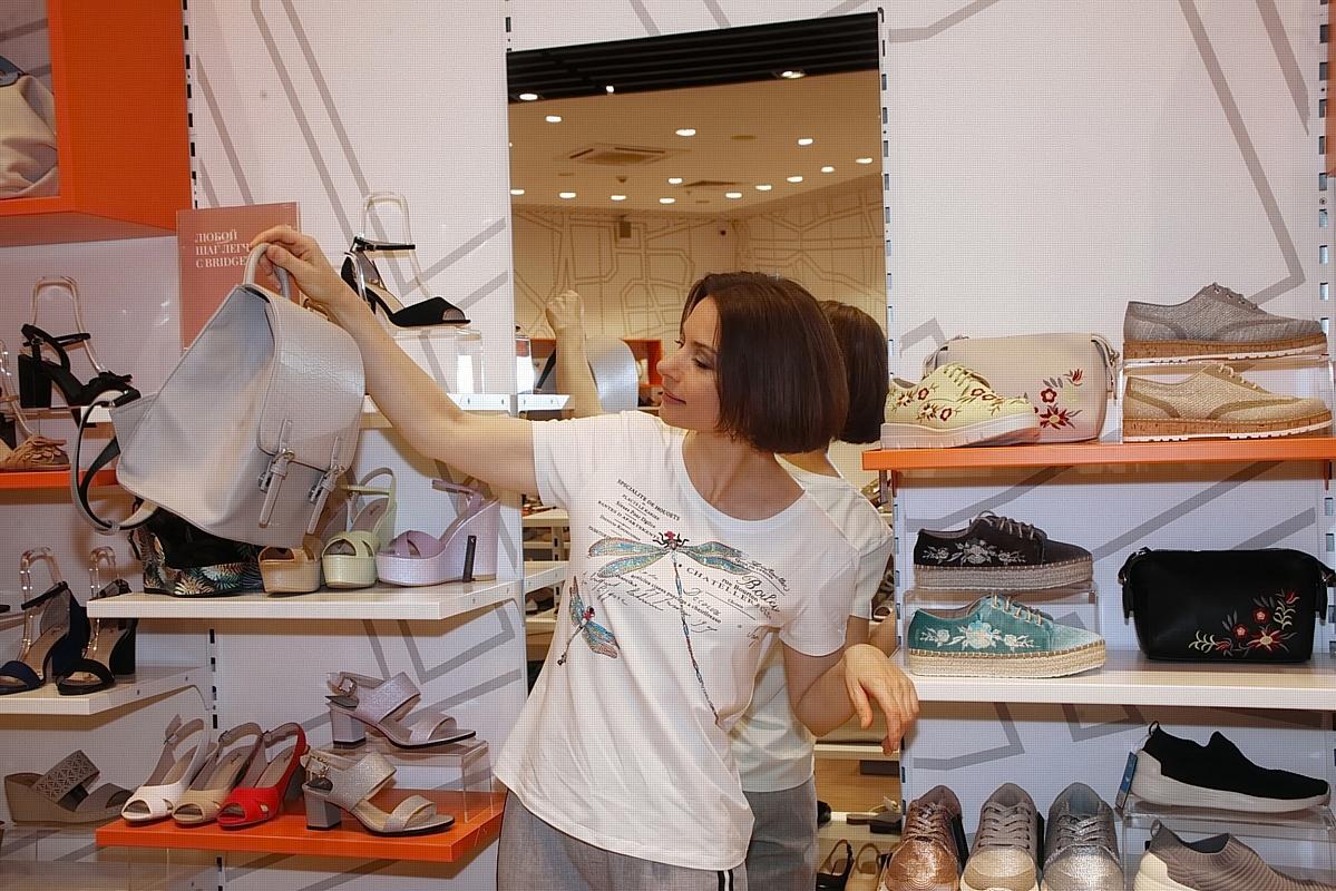 Актриса Ирина Лачина предпочитает стильную и удобную обувь.