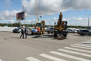 Экскаватор заехал в аэропорт «Стригино»