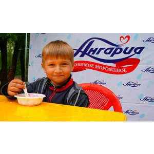 Э. Зелинский : «Пломбир на любой вкус от фабрики мороженого «Ангария»»
