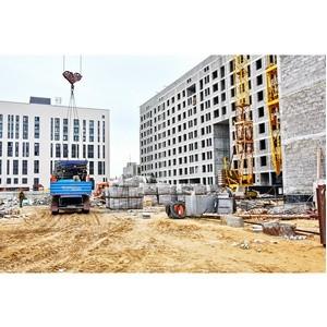 Глава Нового Уренгоя проверил ход строительства домов компании УДСД