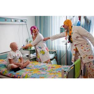 Больничные клоуны помогают детям