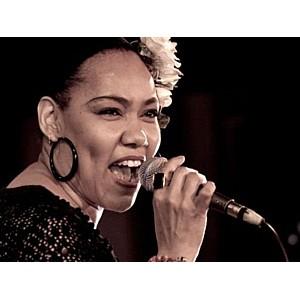«8 канал» подарит зрителям вокал джазовой дивы Деборы Дэвис!