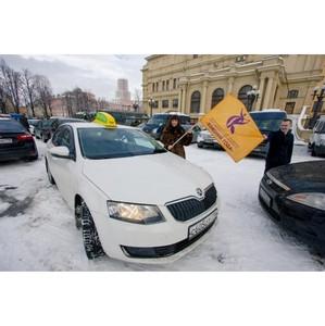 «ТаксовичкоФ» принял участие в автопробеге «Голосуй за лучших женщин»