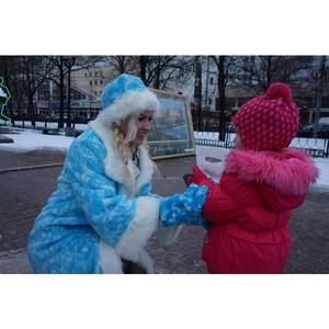В Москве прошла новогодняя благотворительная акция с участием певицы Сары Окс в роли