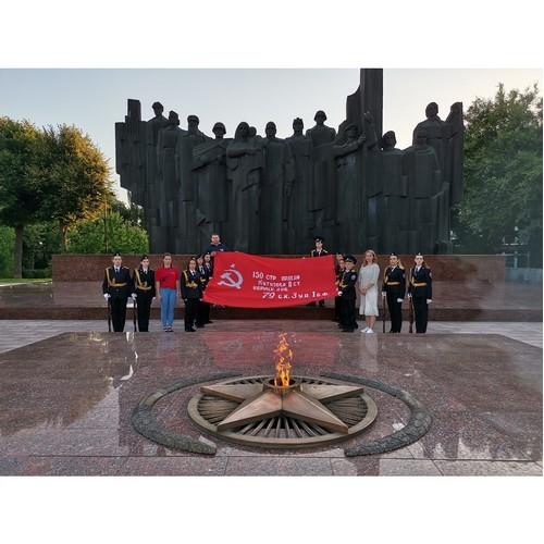 В Воронеже 22 июня развернули Знамя Победы у военных мемориалов