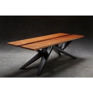 Стол, созданный Ancientwood из самого старого в мире дерева, выставлен на продажу