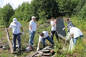 Активисты ОНФ на Камчатке очистили от мусора территорию поселка Светлый Елизовского района