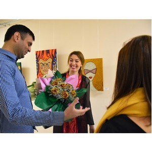 Акриловые работы самобытной художницы Каллисты Ивановой представлены в Доме дружбы народов Чувашии