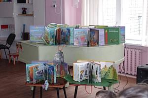 Чувашская энергосбытовая компания подарила детям с нарушением зрения уникальные книги