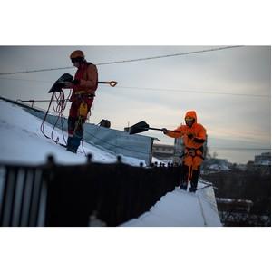 О правилах безопасности при чистке снега с крыш