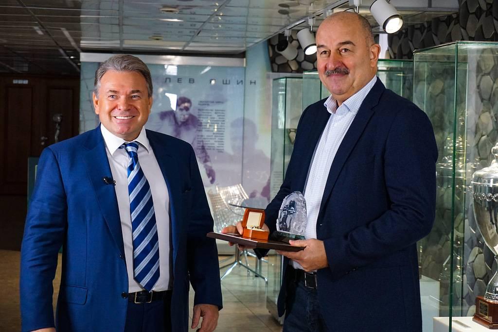 Главный тренер сборной России по футболу Черчесов стал лауреатом международной премии Arctic Awards