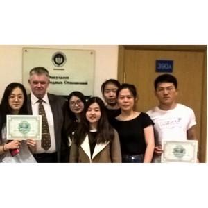 Студенты из Китая получили сертификаты УШОС