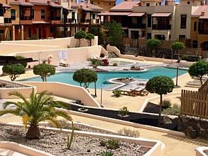 Великолепный таунхаус в элитном жилом комплексе на юге острова Тенерифе