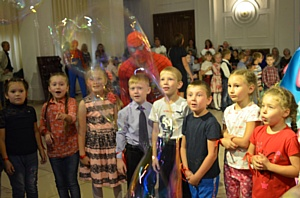 Кемеровский «Азот» поздравил будущих первоклассников